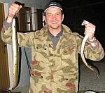 Angler mit schönen Aalen